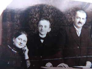 Max (middle) ca. 1910